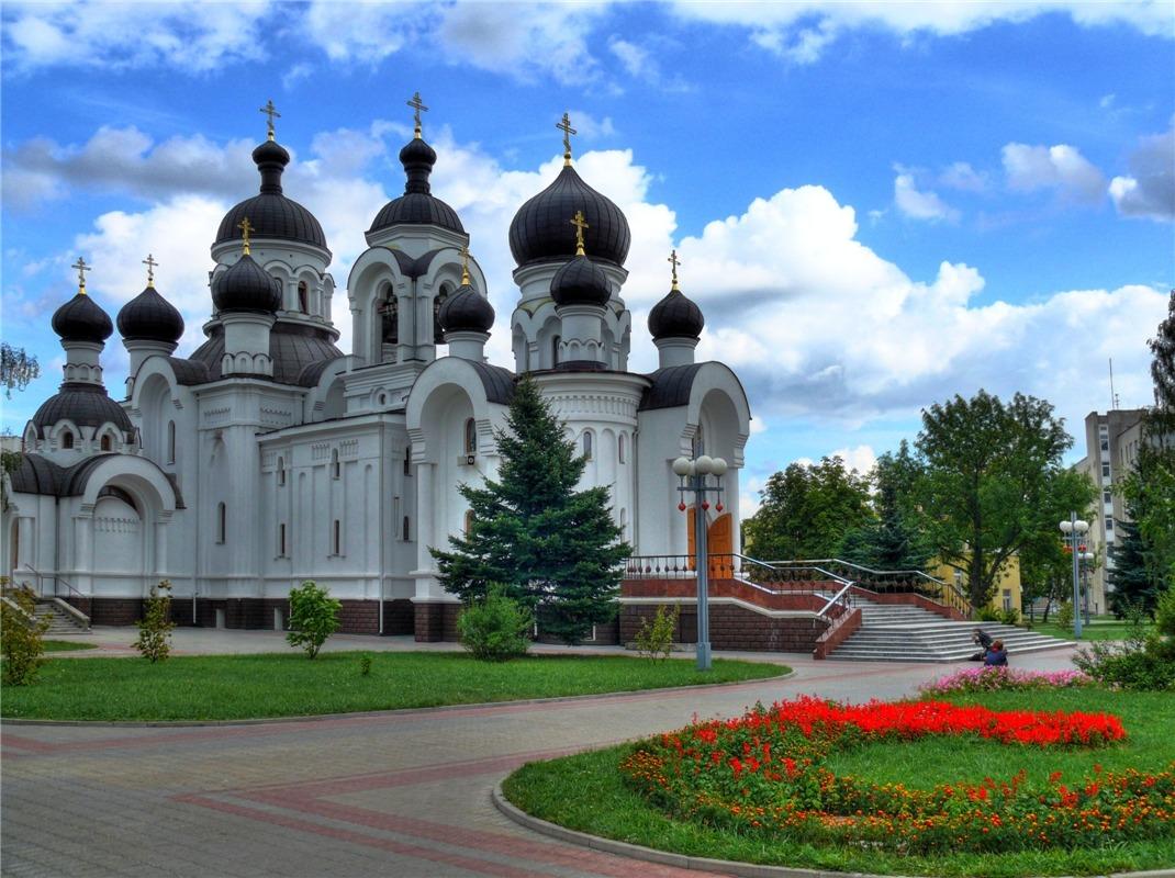 Барановичи - уютный зелёный город. Два парка в центре являются